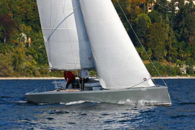 R-30 DAYSAILER Design: Alessandro Comuzzi Produttore / Company: Cantiere Navale De Cesari