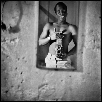Sory Sanlé, Autoportrait au Miroir, 1966 © Sory Sanlé, courtesy of Morton Hill _ Reel Art Press