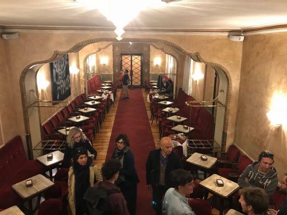 Veduta mostra In ostaggio di loro stessi, Caffè Fiorio, Torino, photo Claudia Giraud