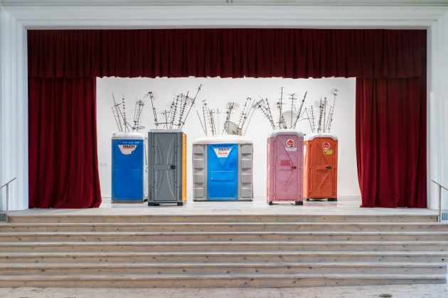 Sislej Xhafa, Whisper Harmony, 2016. Courtesy l'artista e Galleria Continua, San Gimignano/Beijing/Les Moulins/Habana. Veduta della mostra: Fireworks in my Closet, 2016, Galleria Continua / San Gimignano. Foto Ela Bialkowska