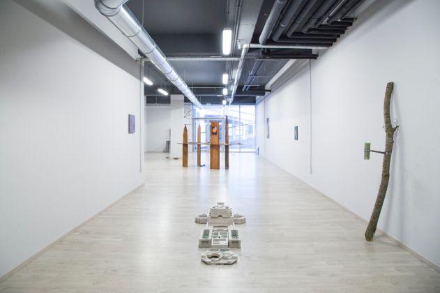 Edoardo Manzoni, Luna, Ruta, Tuono, Quercia, 2017. Installation view at Spazio Menouno, Treviglio 2017. Photo Virginia Garra