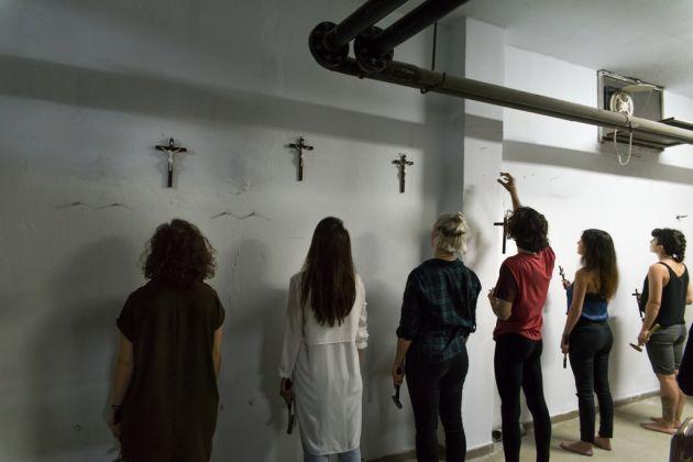 Filippo Berta, A nostra immagine e somiglianza #1, 2017. Performance realizzata per la Biennale di Salonicco 6 – Performance Festival