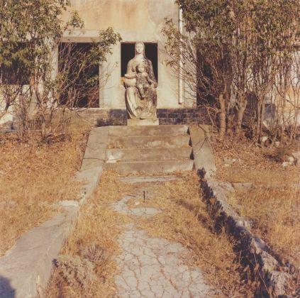 Giovanni Chiaramonte, Nascosto 09. Madonna abbandonata a Disueri, Disueri 1980