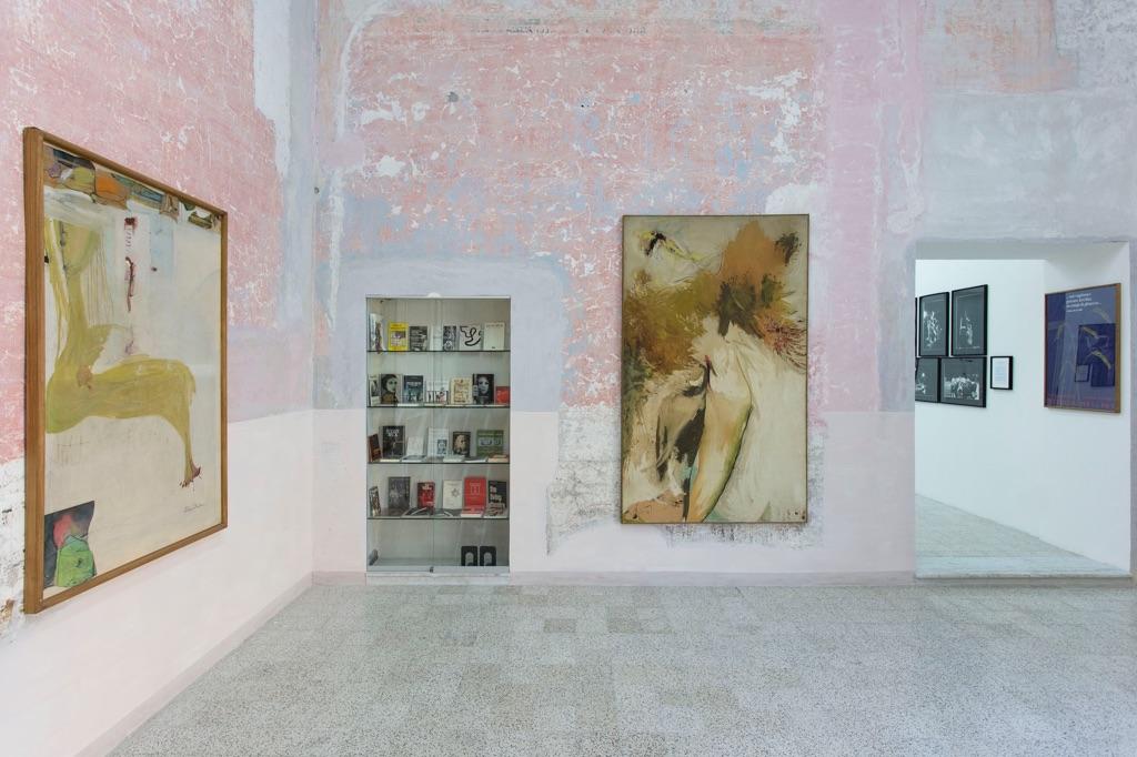 I Giganti dell'Arte dal Teatro. Julian Beck Hermann Nitsch Shozo Shimamoto (2017), veduta d'installazione, Casa Morra. Archivio d'Arte Contemporanea, Napoli, photo Amedeo Benestante