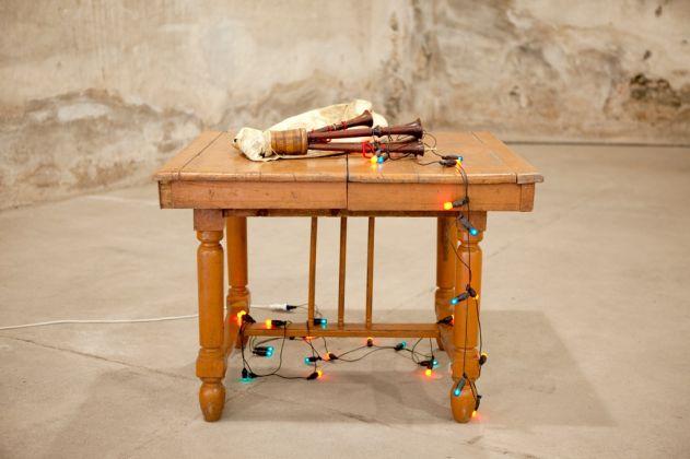 Luca Vitone, Corteggiamento (Calliope), 2001-05. Courtesy dell'artista e Galleria Pinksummer, Genova _ Galerie Nagel Draxler, Berlin, Köln _ Galerie Michel Rein, Paris, Bruxelles