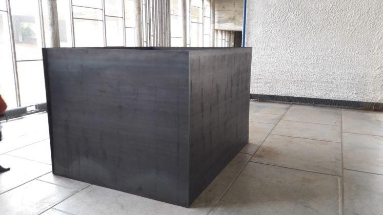 Lee Ufan. Installation view at Couvent de La Tourette, Éveux 2017