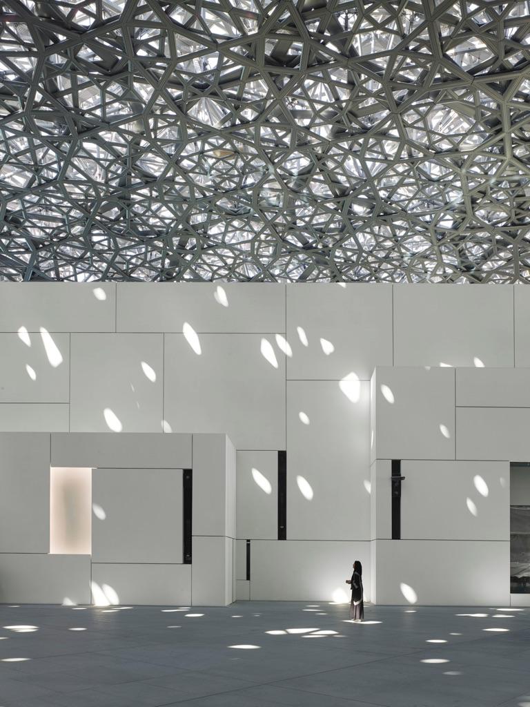 Louvre Abu Dhabi - Interior view © Louvre Abu Dhabi – Photography Roland Halbe