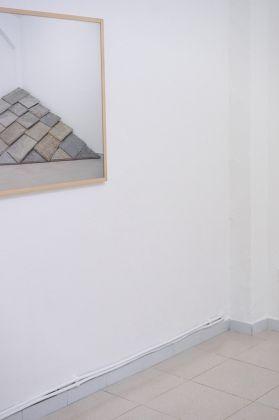 Marco Schiavone. Qualcosa che sta per qualcuno al posto di qualcos'altro. Installation view at Spazio Buonasera, Torino 2017