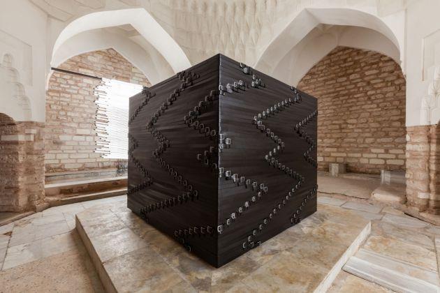 Monica Bonvicini, 2017, Hamam, 15th Istanbul Biennial, courtesy of the artist e Mitchell-Innes & Nash, New York, photo Sahir Ugur Eren