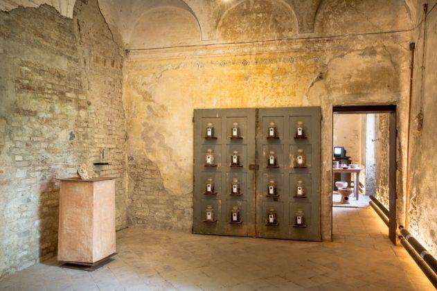 Museo della Merda. Alchimia. I Coproliti e Naturalis Historia di Plinio il Vecchio. Photo © Henrik Blomqvist
