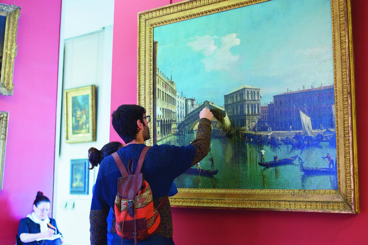 Stefan Draschan, People Touching Artworks