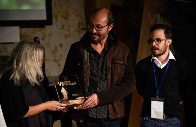 Rassegna del documentario e della comunicazione archeologica, Licodia Eubea 2017. La premiazione del regista turco Nazım Güveloğlu. Photo Roberto Greco
