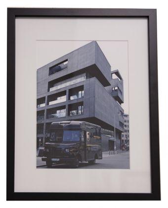 Stefan Draschan, Berlin Mitte, 2017, dalla serie Cars matching homes