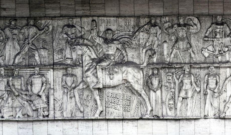 Un dettaglio del bassorilievo di Mussolini a Bolzano