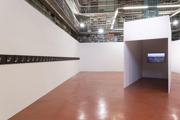 Veduta della mostra Fatma Bucak Remains of what has not been said, Biblioteca Graf, ©Rubrastudio