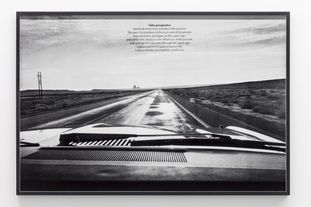 Victor, Burgin, False Perspective, from the series US77, 1977, (c) Victor Burgin, courtesy Galerie Thomas Zander, Cologne, Paris Photo 2017