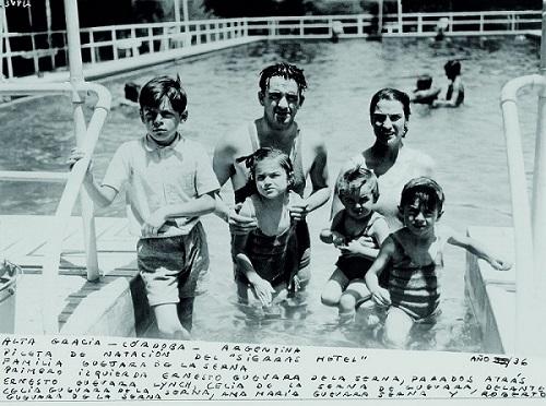 Ernesto Guevara con la sua famiglia ad Alta Gracia.1936 ©Centro de Estudios Che Guevara