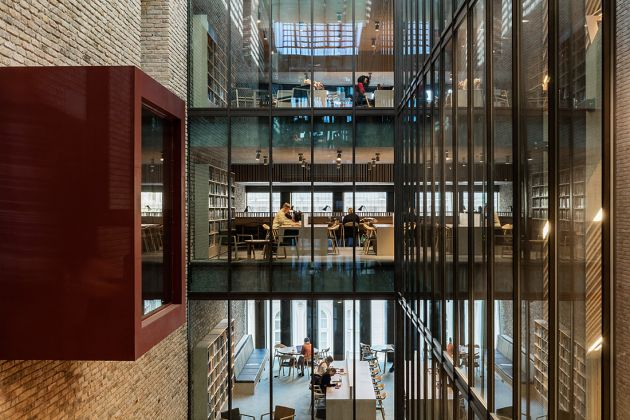 Central European University - Phase 1, Budapest, Hungary_ Courtesy of O'Donnell + Tuomey with M-Teampannon Kft_ 2016 © Tam†s Bujnovszky