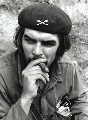 Ernesto Che Guevara in Sierra Maestra. 1958 ©Centro de Estudios Che Guevara