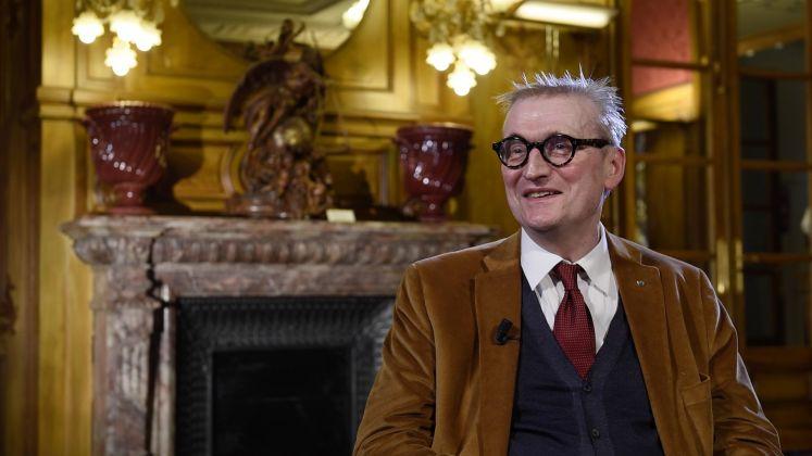 Intervista a Guy Cogeval, frame da Éphémère. La Bellezza inevitabile