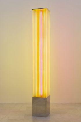 Laura.Grisi, Sunset Light, 1967, neon, plexiglass, cm.219x30x30 (ph.C.Favero)