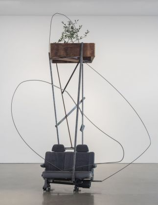 Abraham Cruzvillegas, Autoconcanción III, 2016. Courtesy Regen Projects, Los Angeles