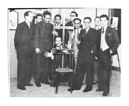 Alcuni membri dell'Art and Liberty Group alla loro secondo mostra di arte indopendente al Cairo, 1941. The Younan Family Archive
