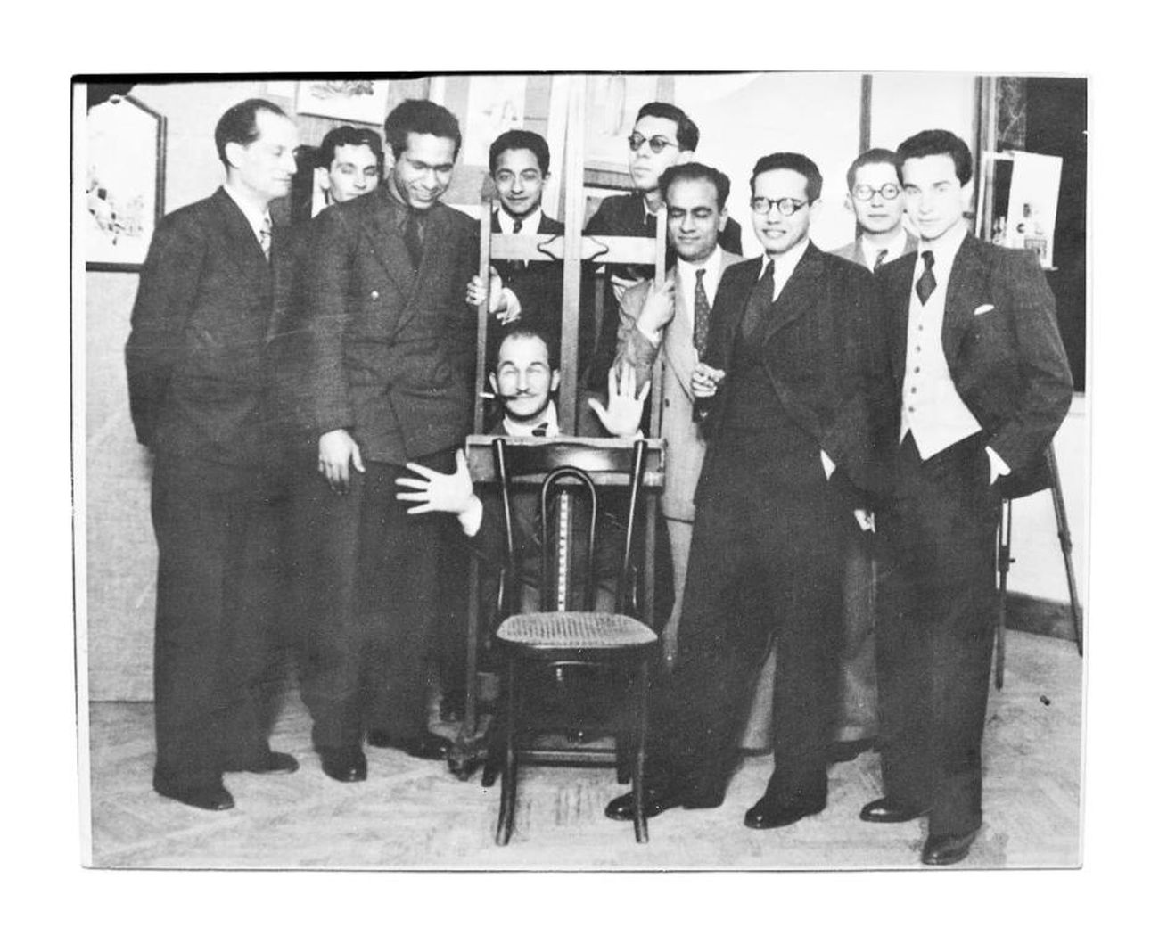 Alcuni membri dell'Art and Liberty Group alla loro secondo mostra di arte indopendente al Cairo, 1941. The Younan Family Archive