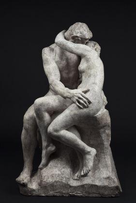 Auguste Rodin, Il bacio, 1885 circa, gesso patinato, Parigi, musée Rodin. © musee Rodin, foto Jérome Manoukian