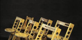 Cesare Leonardi, Sedie pieghevoli SP 1, SP 2, SP 3, SP 4a, SP 4b e sedia pieghevole con ruote di legno SPRL 1, dalla serie Solidi, 1988. Photo Cesare Leonardi, AACL