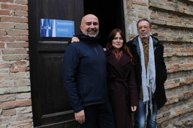 Da destra. Marcello Smarrelli Direttore artistico FEC, l'artista Francesca Grilli e Massimo Vitangeli