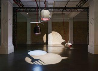 Emma Hart. Mamma Mia! Exhibition view at Whitechapel Gallery, Londra. Photo Thierry Bal