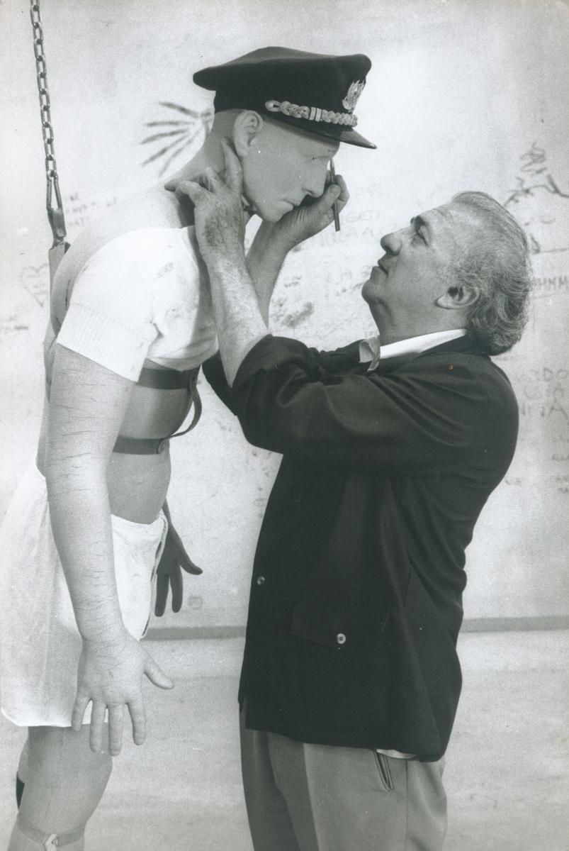 Federico Fellini, Casanova hombre con traje de época [1974 75] Cineteca del Comune di Rimini, Fondo Norma Giacchero © Federico Fellini, VEGAP, Málaga, 2017