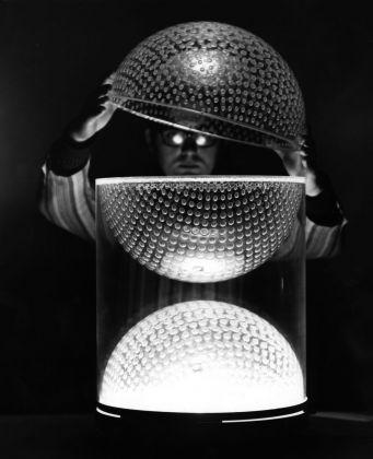 Maria Cristina Didero – SuperDesign. Italian Radical Design 1965-75 (The Monacelli Press, 2017). Globo Tissurato lamp, Ugo La Pietra, 1966-67, produced by Poggi. Image courtesy of Ugo La Pietra Archive, Milano