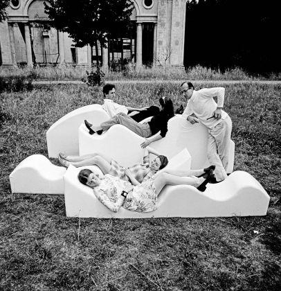 Maria Cristina Didero – SuperDesign. Italian Radical Design 1965-75 (The Monacelli Press, 2017). Archival photograph of Superonda, Archizoom Associati, 1966. Image by Dario Bartolini, courtesy of Centro Studi Poltronova