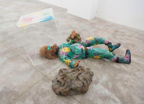 Nathaniel Mellors, Fallen Neanderthal. Photo credit Giorgio Benni. Courtesy l'artista & Monitor, Roma Lisbona