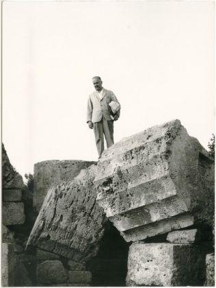 Piero Fornasetti a Selinunte, courtesy Fornasetti