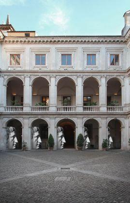 """Sagome """"Profilo maschile"""" di Fornasetti, Museo Nazionale Romano Palazzo Altemps, Roma 2017"""