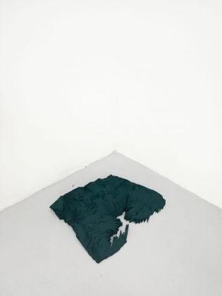 Silvia Mariotti, Volume notturno (verde turchese), 2017. Installation view at studio Milano