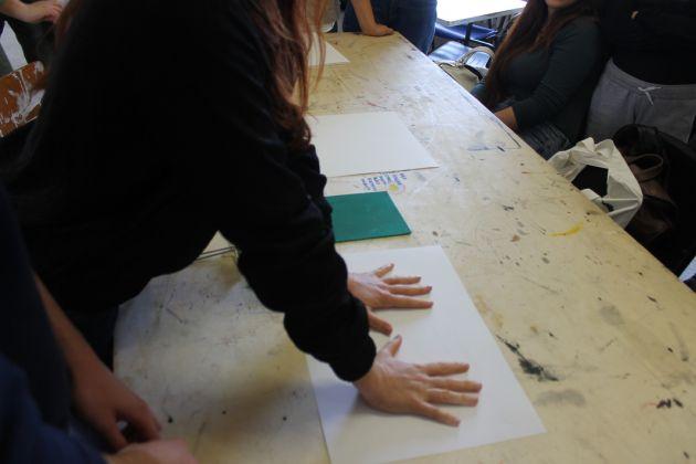 Un momento della working class HAND con Francesca Grilli e gli studenti dell'Accademia di Belle Arti di Urbino