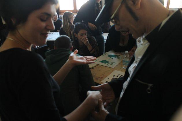 Un momento della working class Hand durante gli esercizi di chirometria con l'esperto Guido Rossetti