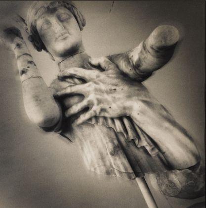 Mimmo Jodice, Frammento di scultura romana, Museo Archeologico, Sperlonga (Latina)