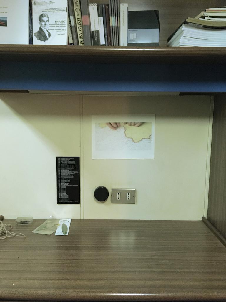 Mariagrazia Pontorno Everything I Know – allestimento cabina, disegno di Paolo Cardoni