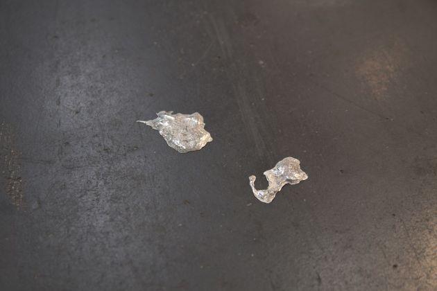 Antonio Della Guardia, Sputi, 2017, argento, dimensioni variabili