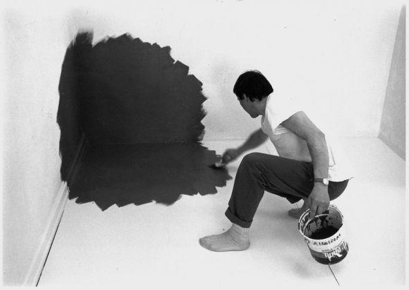 Antonio Scaccabarozzi al lavoro, Sion, 1988 Courtesy Archivio Antonio Scaccabarozzi