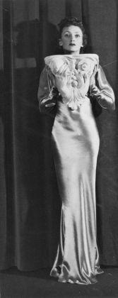 Carlo Mollino, Lina Suwarowski ritratta in Casa Miller, Torino, 1936-39 ca. Politecnico di Torino, sezione Archivi biblioteca Roberto Gabetti, Fondo Carlo Mollino