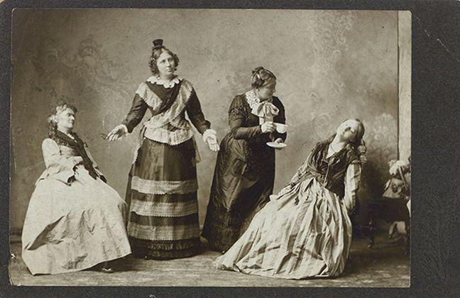 Fotografia di una seduta di ipnosi a Manitowoc, Wisconsin, XIX secolo. Collezione Tony Oursler