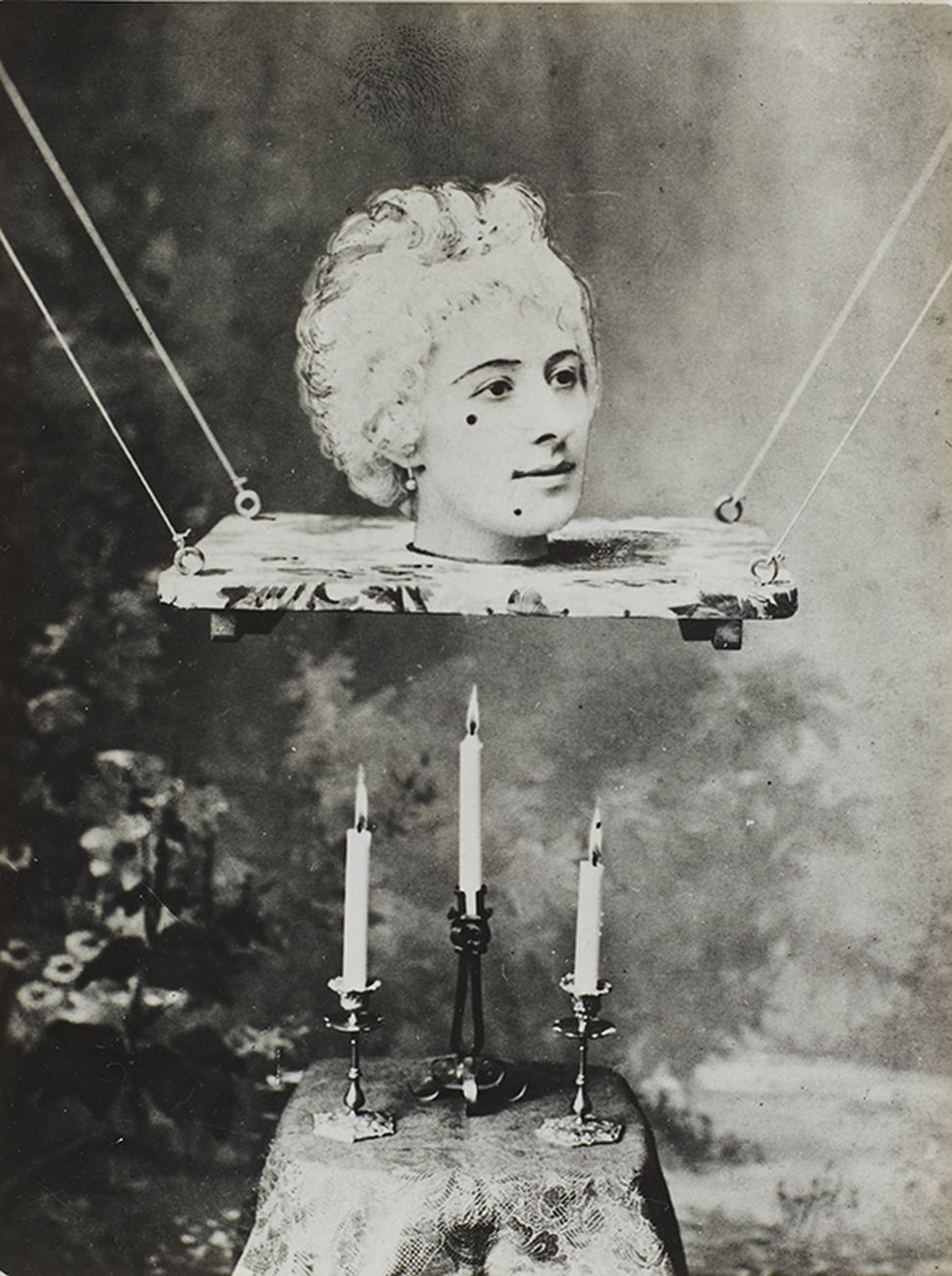 "Fotogramma di presentazione del film di Georges Méliès ""La source enchantée"", 1890 ca. Collezione Tony Oursler"