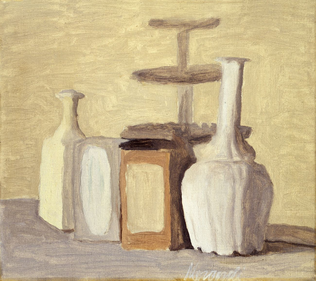 Giorgio Morandi, Vasi e bottiglie, 1948. Olio su tela, 35,4 x 40,5 cm. MUVE, Ca' Pesaro – Galleria Internazionale d'Arte Moderna. Courtesy MUVE, Venezia