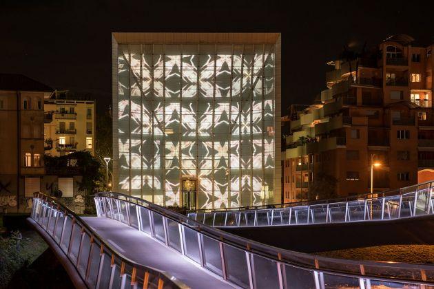 John Armleder, Endless, Museion Media Façade, Bolzano 2016. Photo Luca Meneghel, courtesy of the artist